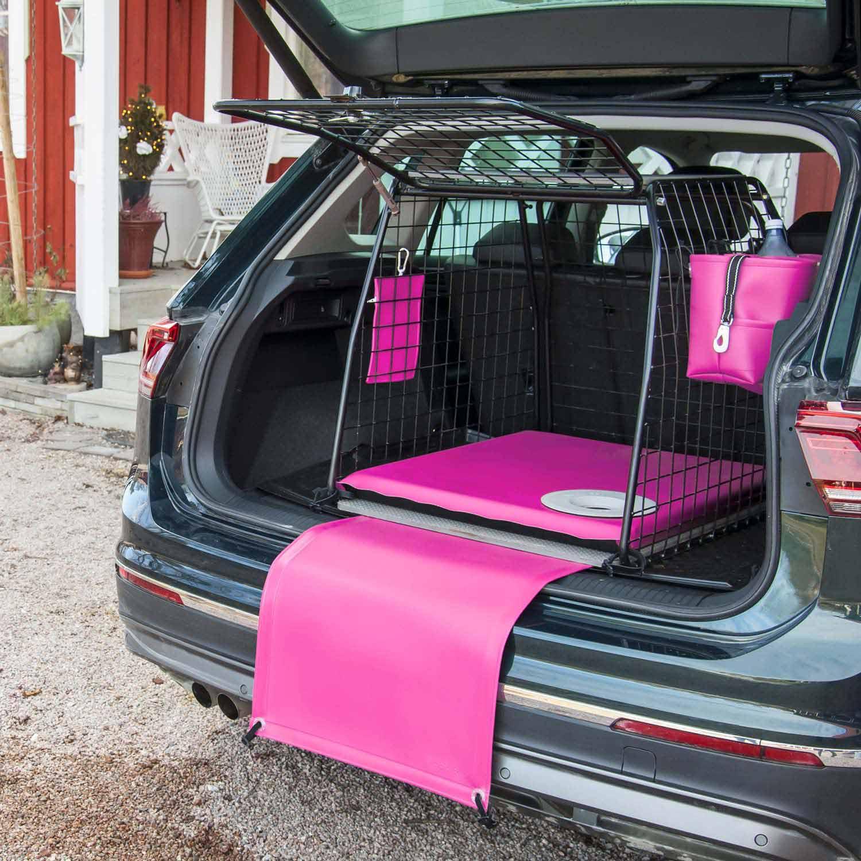 Rosa bagageväska med matchande hundtillbehör